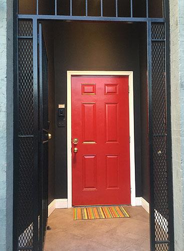 escapelounge_door