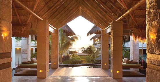 luxe_Azul-Beach_entrance